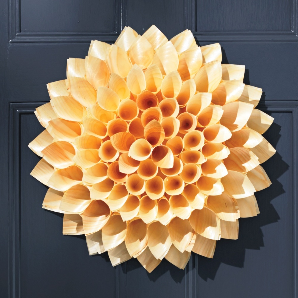 cone-door-wreath-052-d111372_sq
